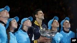 Novak Djoković posle pobede u finalu Australijan opena 28. januara 2013.