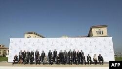 Bộ trưởng Tài chánh Pháp Francois Baroin chụp hình chung với các giới chức lãnh đạo tài chánh của các nước dự hội nghị tại Marseille, Pháp, ngày 10 tháng 9, 2011
