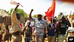 Militantes da FRELIMO em festa