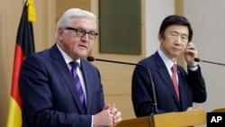 31일 한-독 외교장관이 서울에서 공동기자회견을 가진 가운데 프랑크 발터 슈타인마이어 독일 외교장관(왼쪽)이 발언하고 있다.