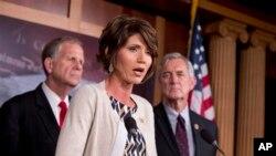 Các Dân biểu Ted Poe, Kristi Noem và Rick Nolan loan báo về dự luật chống mại dâm 2013 tại trụ sở Quốc hội ở Washington, 1/8/13