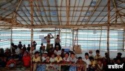 শরণার্থী শিবিরের অস্থায়ী স্কুলে রোহিঙ্গা শিশুরা - ফাইল ফটো- রয়টার্স