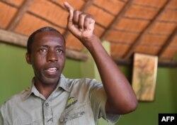 Milton Khachana, l'un des opérateurs de safari photographique, explique l'impact de la levée de l'interdiction de chasser l'éléphant au Botswana, le 30 mai 2019 à Kasane, dans le district de Chobe, au nord du Botswana.