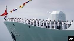 中國護衛艦黃山號停靠在新加坡樟宜海軍基地外。(2017年5月15日)