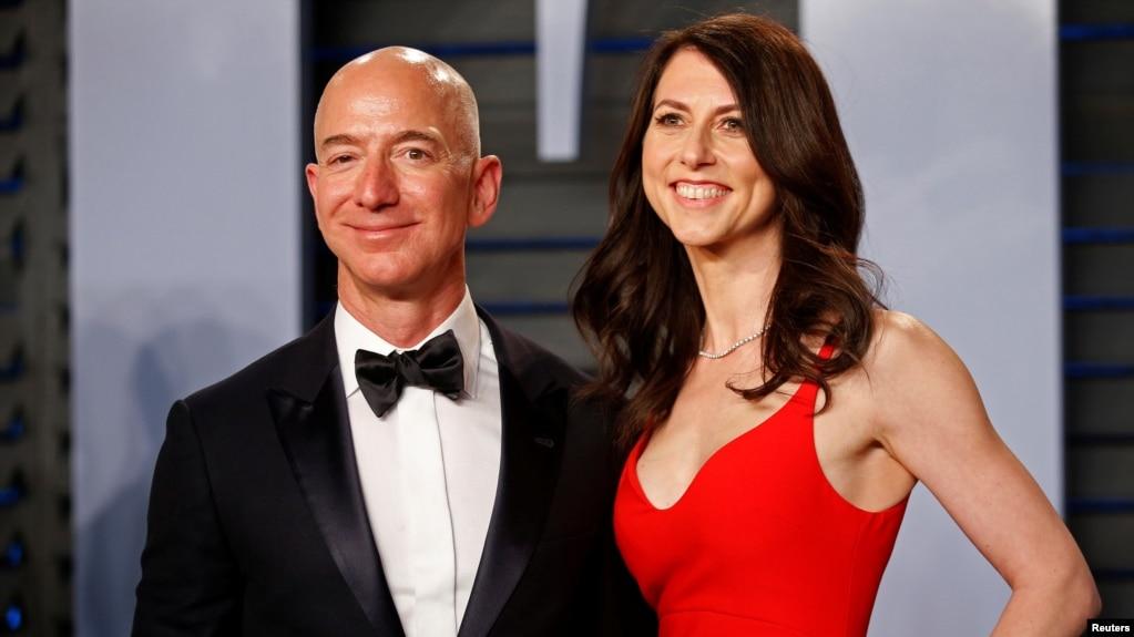 Ông Jeff Bezos và bà MacKenzie Bezos.