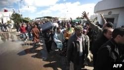 Số người trốn chạy tình trạng bạo động tại Libya có thể lên tới 350.000 người