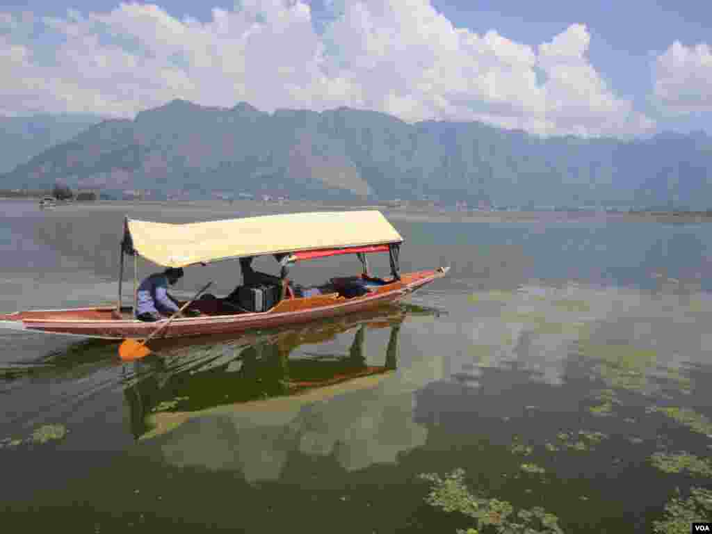 A boat on Dal Lake in Srinagar, Indian Kashmir. (Aru Pande/VOA)
