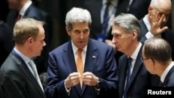 هاموند خواستار استفاده بریتانیایی ها از فرصت لغو تحریم ها علیه ایران شد.