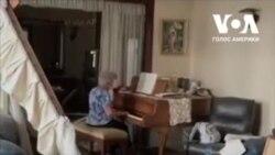 Добрий старий час: Жінка зіграла «Auld Lang Syne» на піаніно у напівзруйнованій квартирі в Бейруті. Відео
