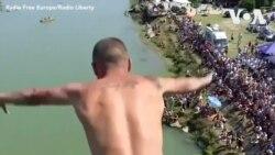 Thi nhảy từ cầu cao 22 mét ở Kosovo
