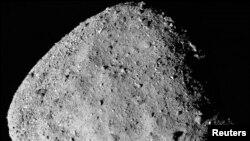 Una imagen compuesta del asteroide Bennu divulgada por la NASA en diciembre de 2018 y transmitida por la agencia Reuters.