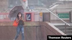 Typhoon Chanthu brings winds and rain in Taipei