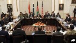 AQSh, Xitoy, Afg'oniston, Pokiston Tolibon bilan tinchlik muzokaralarini jonlantirish xususida gaplashmoqda, 18-yanvar, 2016