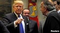 El presidente Trump anunció la investigación en dos tuits enviados el miércoles en la madrugada.