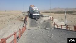 صدها مسافر در امتداد جاده کابل کندهار ار سه روز بدینسو گیر مانده اند.