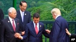 代表台湾出席亚太经合会的亲民党主席宋楚瑜和美国总统川普、墨西哥总统捏托等人(2017年11月11日)
