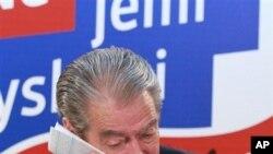 贝里沙总理6月26日在地拉那民主党支持者面前承认失败。