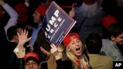 Une militante de Trump exprime sa joie lors de l'élection de Donald Trump, à New York, le 9 novembre 2016.