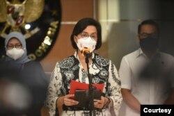 Menteri Keuangan Sri Mulyani hari Senin (20/9) menyampaikan keterangan pers di Jakarta tentang kinerja Satuan Tugas Penanganan Hak Tagih (Satgas BLBI) telah memanggil 24 obligor dan debitur BLBI. (Courtesy: Biro KLI-Kemenkeu)