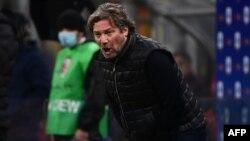 L'entraîneur italien de Crotone, Giovanni Stroppa, réagit lors du match de football italien de série A AC Milan contre Crotone le 7 février 2021