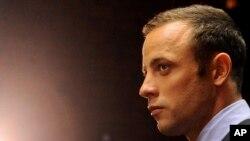 Pisotrius đang đối mặt với cáo trạng sát nhân vì đã bắn chết bạn gái tại nhà của anh ở Pretoria hôm 14 tháng 2.