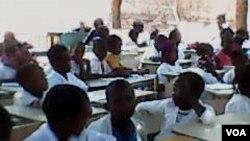 Cerca de 25 mil alunos não têm salas de aulas