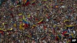Người biểu tình chống chính phủ tiếp tục xuống đường ngày 2/2/19 yêu cầu Tổng thống Nicolas Maduro từ chức.