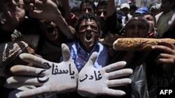 Người biểu tình phản đối Tổng thống Ali Abdullah Saleh tuần hành ở Sana'a hôm 2/4/2011.