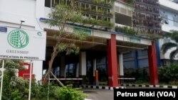 Terminal Intermoda Joyoboyo diklaim Pemkot Surabaya sebagai green terminal pertama di Indonesia, dan sedang menantikan sertifikat greenship (Foto: VOA/Petrus Riski).