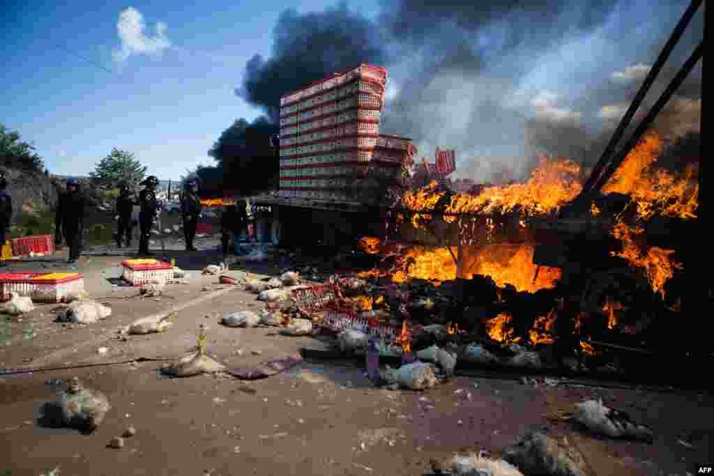 Meksikada politsiya ish tashlagan o'qituvchilar bilan olishmoqda