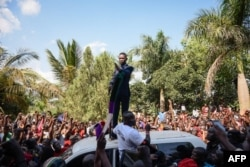 Robert Kyagulanyi delivers a speech outside his home in Kampala, Uganda, after returning from the United States, Sept. 20, 2018.