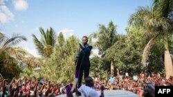 Bobi Wine ariko ashikiriza ijambo abakunzi biwe baje ku mutegera