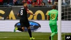 Clint Dempsey celebró tras anotar un gol contra Costa Rica en el partido disputado el martes, 7 de junio de 2016 por la Copa América Centenario en el Soldier Field en Chicago.