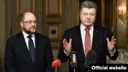 Президент України Петро Порошенко (праворуч) і президент Європарламенту Мартіном Шульц на Мюнхенській конференції з питань безпеки, 13 лютого 2015 року