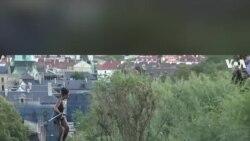 Biểu diễn đi dây qua sông ở Czech