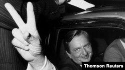 اولاف پالمه، نخست وزیر پیشین سوئد در سال ۱۹۸۶ به ضرب گلوله کشته شد
