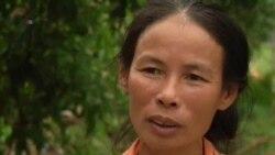 Người mẹ bốn con rà bom kiếm sống ở Quảng Trị