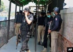 پشاور کی ایک عدالت میں توہین مذہب کے ایک مبنہ ملزم کی فائرنگ میں ہلاکت کے بعد پولیس متحرک ہے۔ جولائی 2020