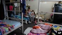 Keluarga kurang mampu tinggal di sebuah tempat penampungan di Los Angeles, AS (foto: dok).