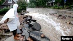 15일 미 콜로라도 주 보울더에서 폭우로 다시 물이 불어났다.