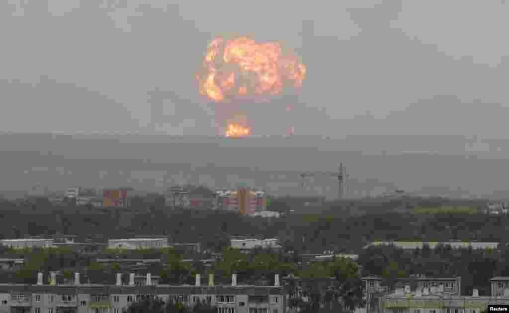 Rusiya - Krasnoyarsk, Açinsk yaxınlığındakı silah-sursat anbarında partlayış