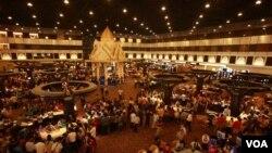 ທາງໃນກາສິໂນ Savan Vegas ທີ່ແຂວງສະຫວັນນະເຂດ.