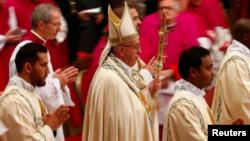 Le pape à la basilique San Pedro, au Vatican, le 31 décembre 2017.