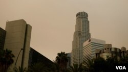 洛杉矶市区的雾霾天(美国之音国符拍摄)