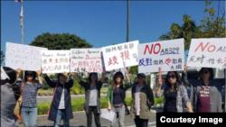 """南加州橙县家长今年4月11日上街抗议""""全面性教育法""""。(图片来源:金橙公益基金会TOC Foundation)"""