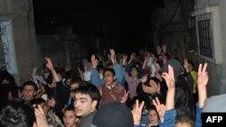 Humus'un Restan bölgesinde Esad karşıtı gösteriler devam ediyor