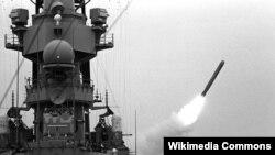 یک نمونه از موشک تاماهاک که در عملیات علیه شورشیان یمن از روی ناو میسوری شلیک شد.