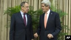 Keri i Lavrov neposredno pre razgovora u Pekingu