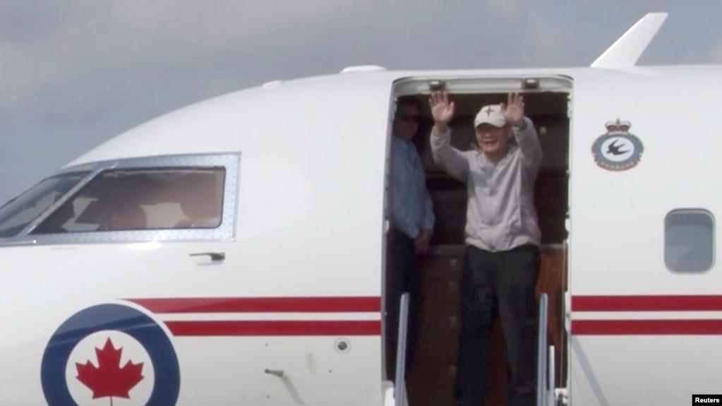 Hình ảnh mục sư Hyeon Soo Lim trở về nước hôm 12/8.