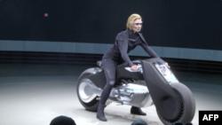 موتورسیکلت Motorrad Vision Next 100 از شرکت بی. ام. و.